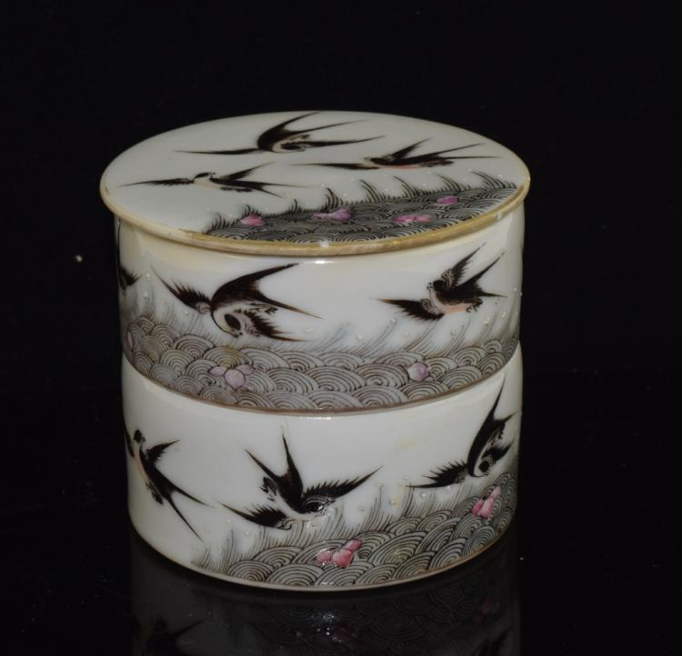 Famille Rose porcelain powder box