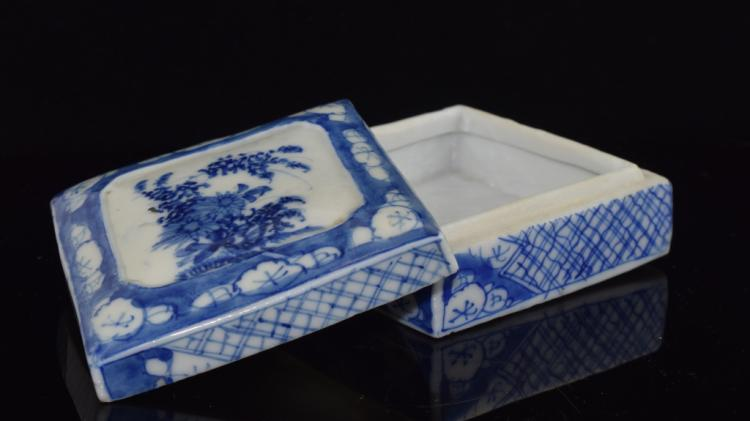 Chinese Blue and white Porcelain box with cover