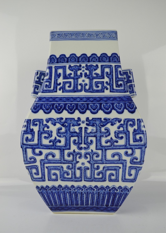 Chinese Blue and white Porcelain Double Ear Jar
