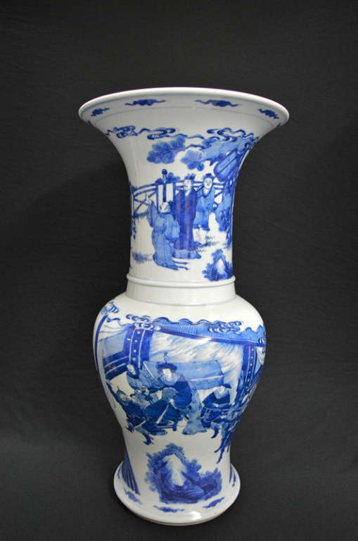 Chinese Blue and White Porcelain 'Gu' Shape Vase
