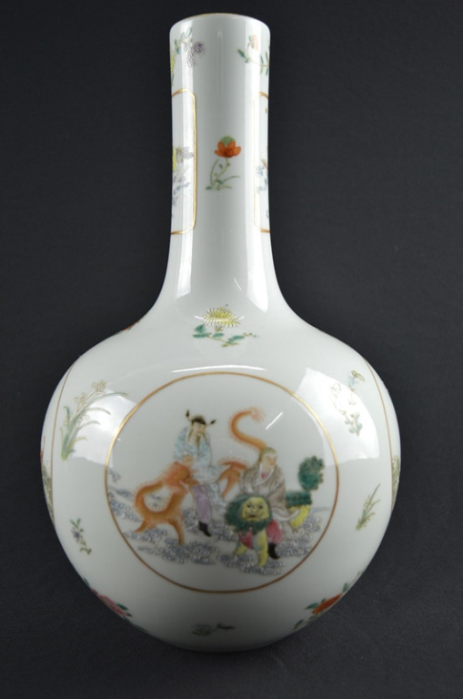 Chinese Famille Rose Porcelain Tianqiuping Vase
