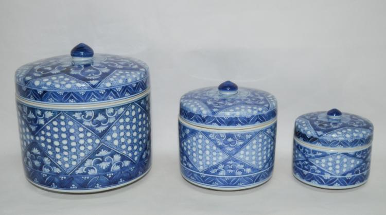 Three Pieces of Blue/ White Porcelain Fruit Box