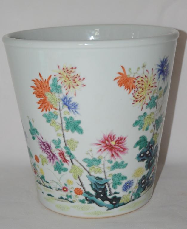 A Small Famille Rose Porcelain Vat