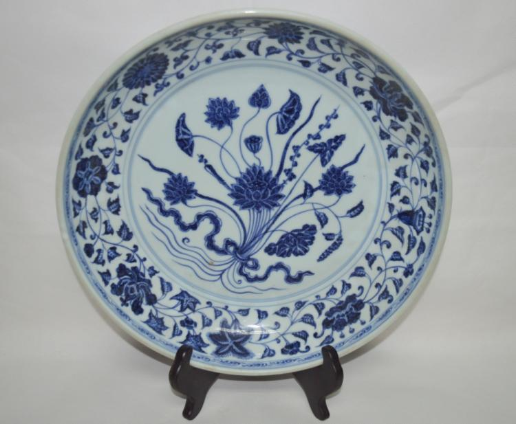 A Blue and White Porcelain Bundled Lotus Charger