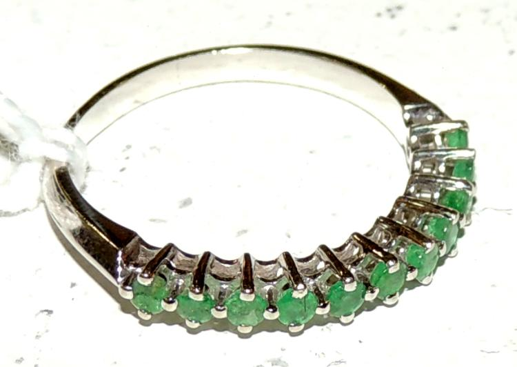 RING OF MEASURE ALLIANCE OF ESMERALDAS with staple mount and white gold.