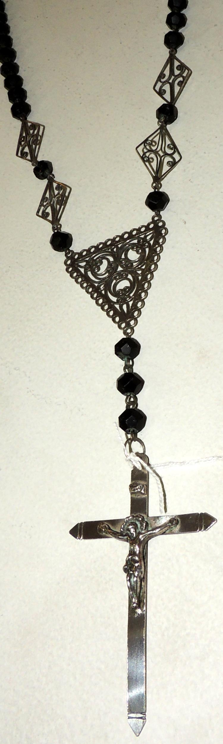 OLD ROSARY in silver with faceted glass beads.Some with lig.afterLength: 76 cm.
