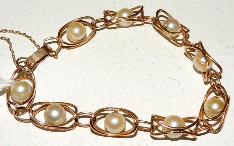 BRACELET OF PEARLS AND GOLD yellow.With safety chain.