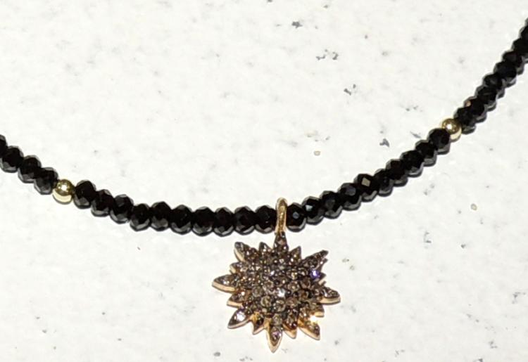 CHEST of black spinels with pendant in golden silver with pavé of diamonds.Chain and clasp in golden silver.