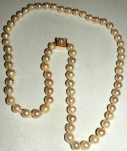 PEARL NECKLACE cultured with yellow gold clasp. Length: 63 cm.