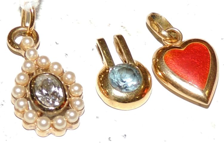 THREE DIFFERENT HANGERS MODELS of hard stones, pearls and topaz. With yellow gold frames. Measures approx: 1 -1.5 cm.