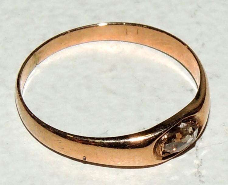 RING in yellow gold of 9 cts with brilliant double oval pink set in chatón.