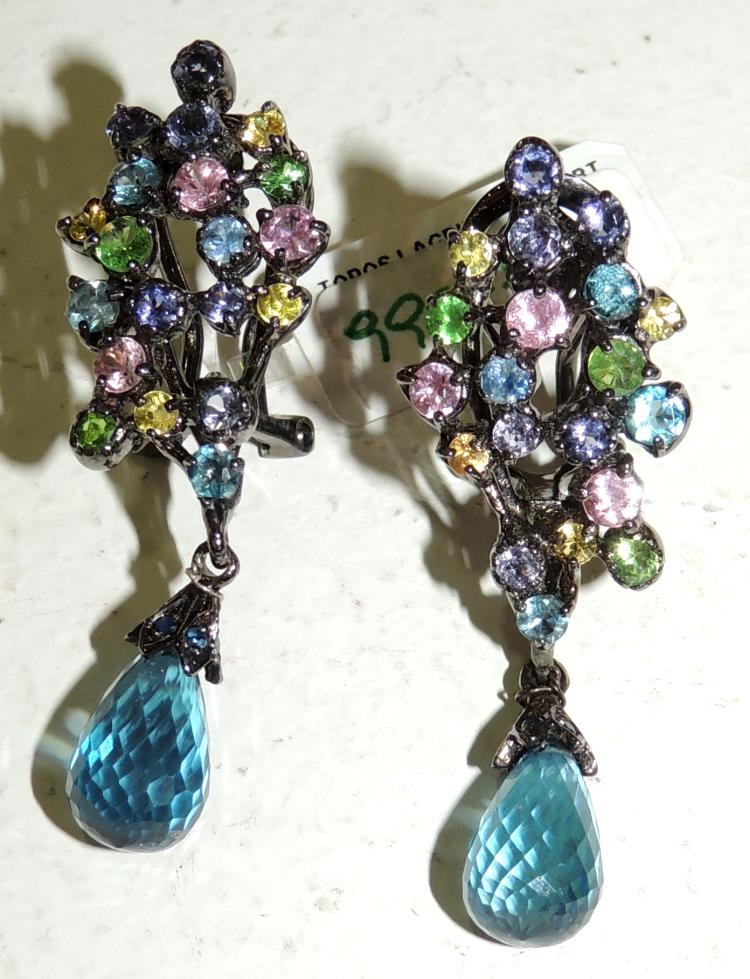 LONG EARRINGS of multicolored sapphires, blue briolet topaz. Silver mount. Omega closure. Length: 4.3 cm. approx. Weight: 11.40 ct.