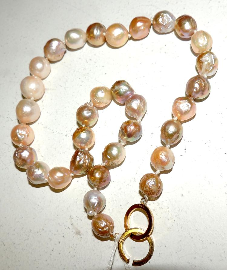BARCELONA AUSTRALIAN PEARL NECKLACE with gold plated clasp.