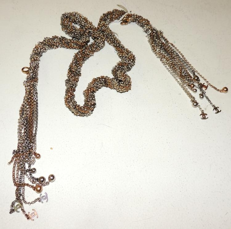 CHANEL.NECKLACE- BELT formed by braided chains with tops of matching beads and logos of the house.Total length: 100 cm.