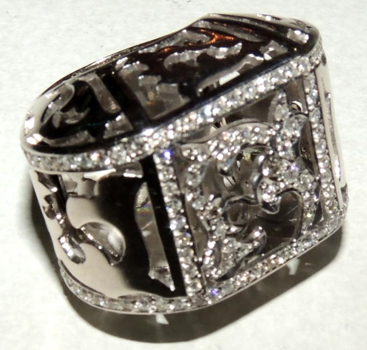 GREAT BRILLIANT DESIGN RING with frame set in white gold.Width: 2.5 cm.approx.