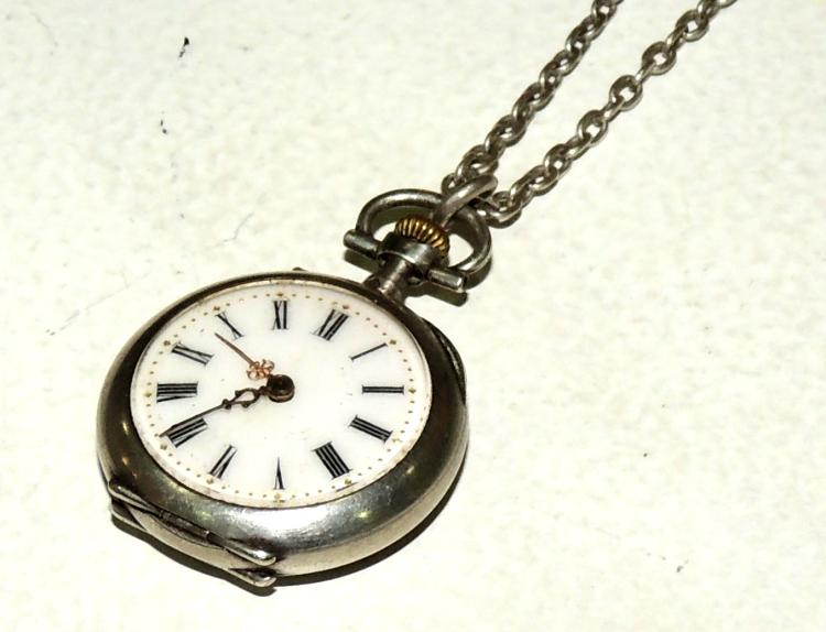 POCKET WATCH FOR HANGING in silver with silver chain.Height approx: 4 cm.