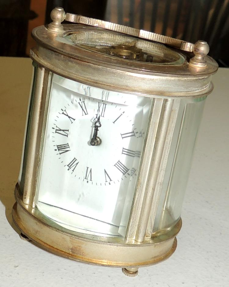 TRAVEL CLOCK in silver metal, with key.Height: 8 cm