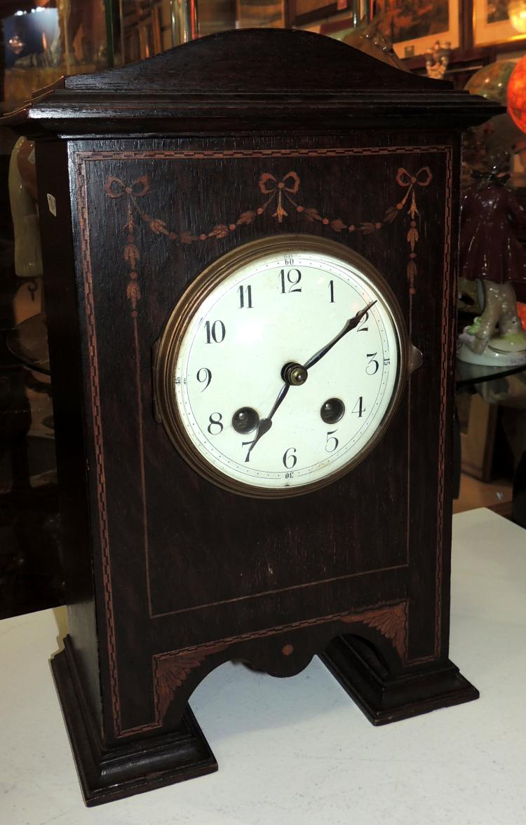 DESKTOP CLOCK in oak wood and marquetry. Paris machinery. With key and pendulum. Measures: 31x20x12 cm.