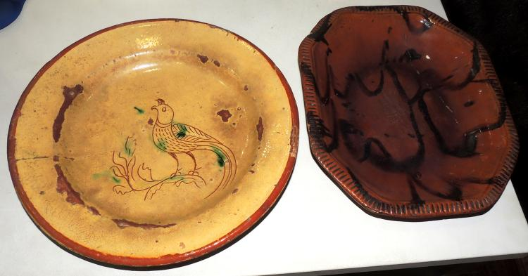 PAIR OF PLATES S.XIX in enameled ceramic from Mataró composed of ochabado plate and round plate with pheasant decoration on the envelope.With desp.Measures: 33x27 cm.and 34 cm.diameter.