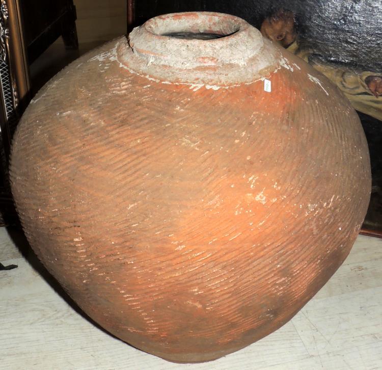 CHINA WINE TINAJA in terracotta.Height: 55x50 cm.