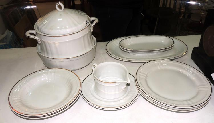 TABLEWARE in Bavaria Royal Hanover white porcelain with golden edge decoration.Composed of: 12 dessert plates, 12 bowls, 24 flat plates, soup tureen, two rabanera, sauce boat with your plate, salad bowl and three oval serving trays.