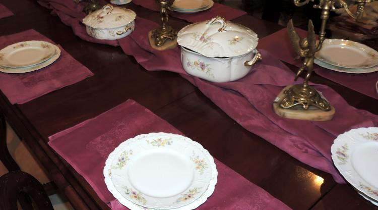 TABLEWARE in MR French porcelain with wild flower decoration.Composed by: soup tureen, 25 flat plates, 18 dessert plates, vegetable dish, salad bowl, fruit bowl, pasta dishes, two saucers, three serving trays and two ravanera dishes.