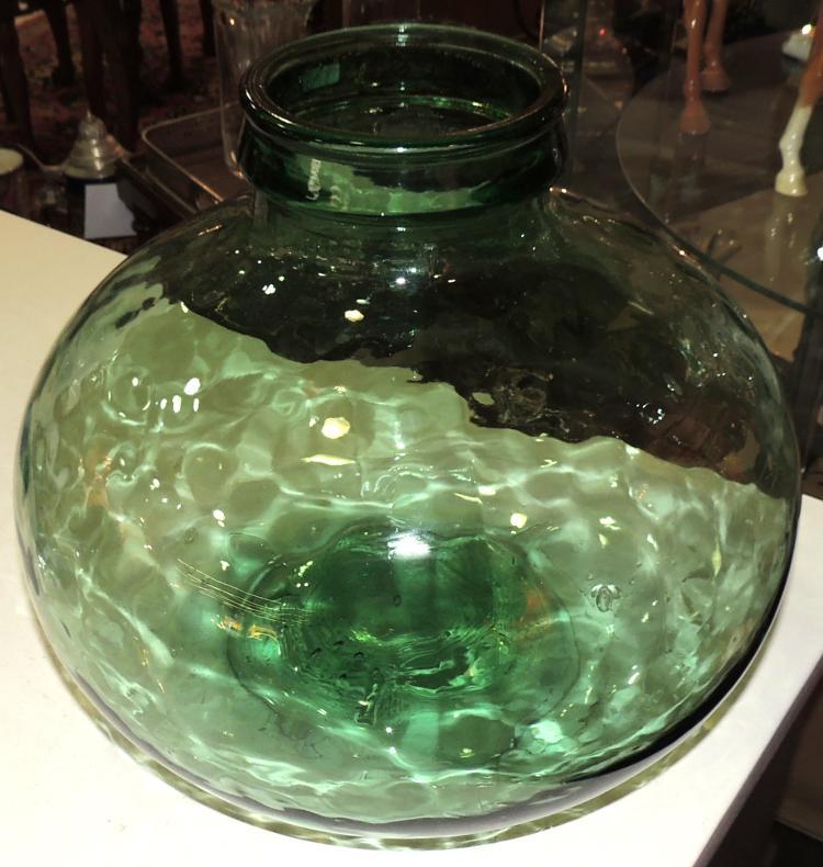 BIG LADY JUANA BOTTLE in green blown glass.Height: 30 cm