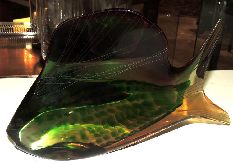 FISH FIGURE in Czech glass with brightly colored decoration.Measures: 14.5x24 cm.