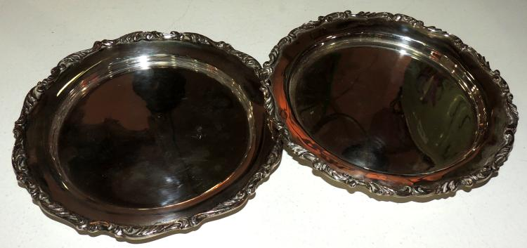 PAIR OF PLATES FOR BREAD in silver with filigree trim.Diameter: 14 cm.