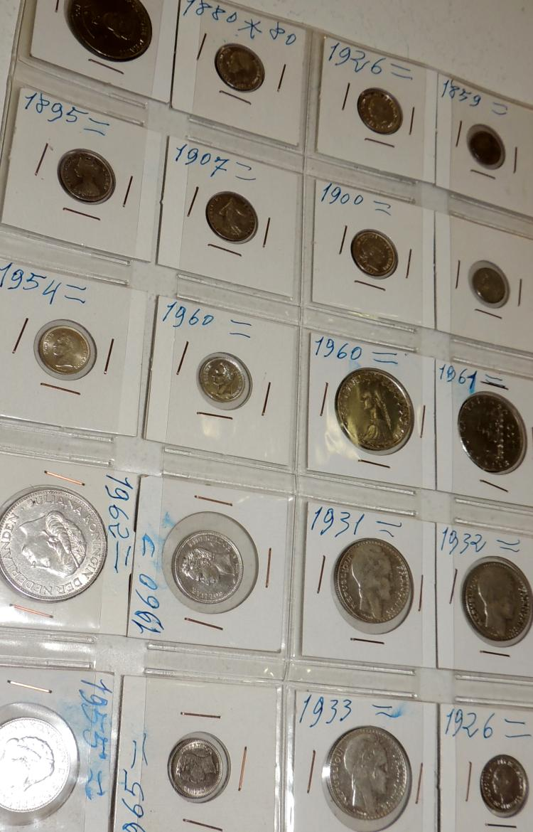 COLLECTION OF COINS in silver from different countries of the world.