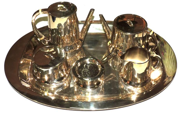 COFFEE SET in punched silver Art Deco style with bone detail. Composed by: coffee maker, dairy, sugar bowl, teapot, and tea filter and oval tray. Approx weight: 2kg.