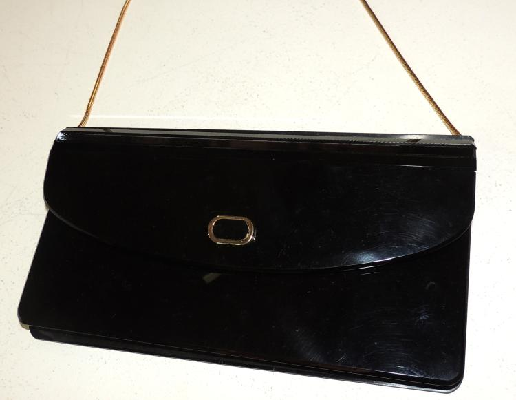 CLUTCH BAG in black bakelite with gold chain cord.Measures: 24x13x5 cm