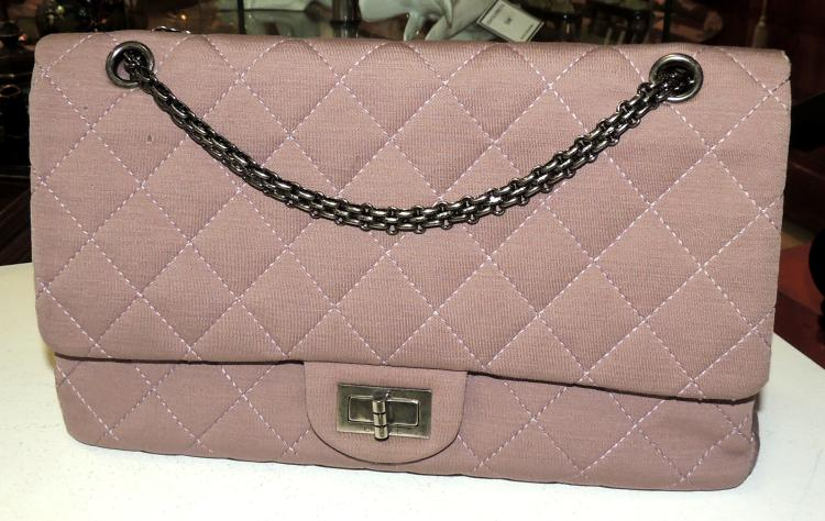 CHANEL. BAG model 2.55 in mauve. With original cover. Measures: 31x19x9 cm.