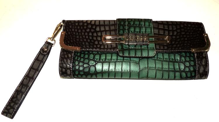 GUESS. CLUTCH simile green and gray crocodile skin. Brand new with original cover. Measures: 16x34x4 cm.