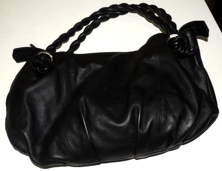 LUPO.BAG of two braided loops in black leather.Interior with apartments.With original bag.Total measures approx: 42x48 cm.