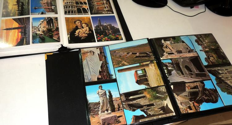 COLLECTION OF POSTCARDS ALBUMS 60-70 years with more than 200 postcards from different countries in Europe.