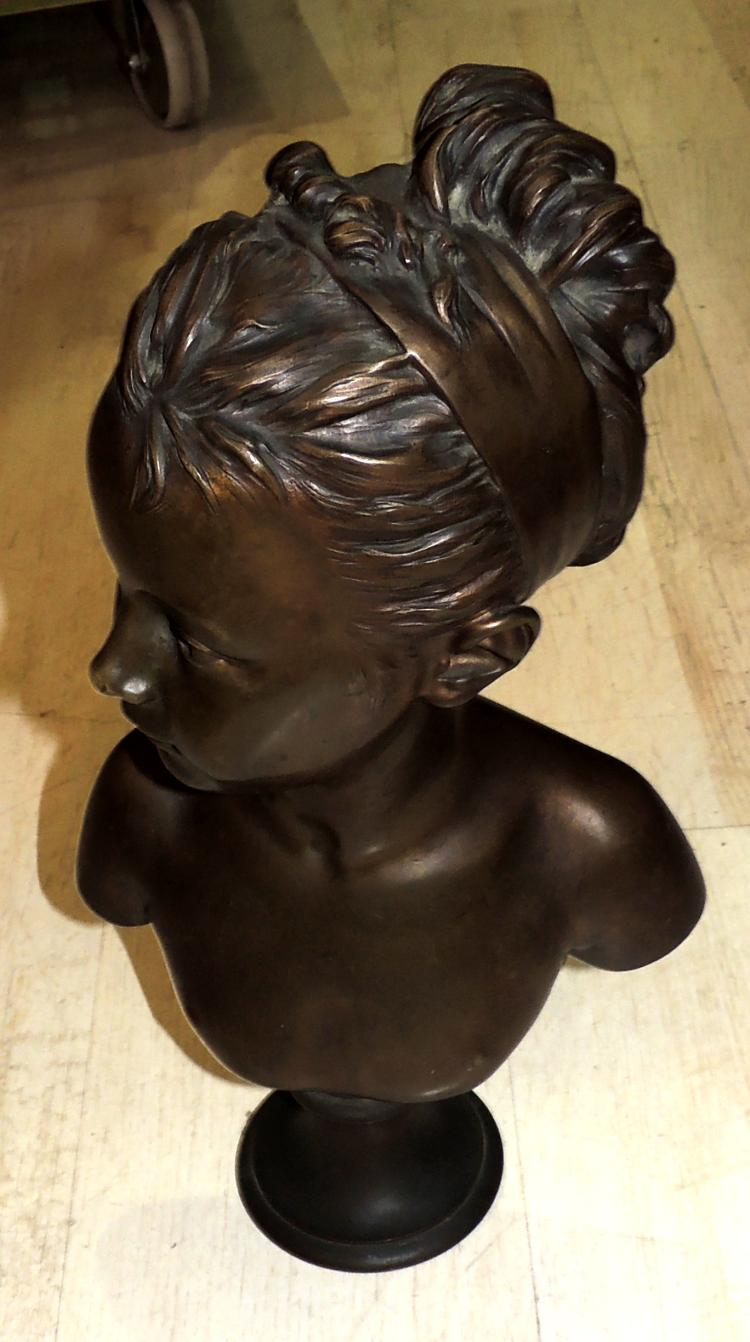 HOUDONBUST OF ADOLESCENT in bronze.Signed at the base.Measures: 44x27 cm.