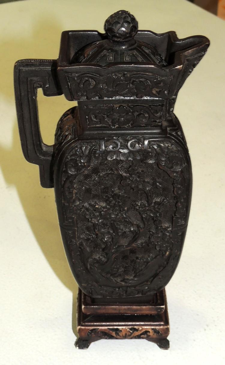 ORIENTAL VASE in carved resin decorated with vegetal motifs.On wooden base.Height: 19 cm