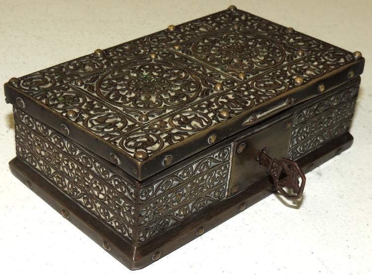 OLD BOX -COFRE in wrought metal.With key.Upholstered interior.Measures: 4.5x13x8 cm.
