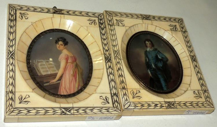 PAIR OF PORTRAITS with bone frame and engraved vegetal decoration. Measures: 13.5x11 cm.