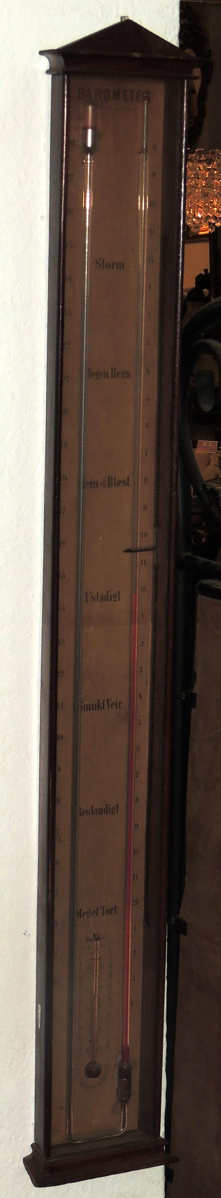 THERMOMETER-BAROMETER Denmark, Hansen Kiobenhaum princ. s.XX, in wood. Height: 93 cm