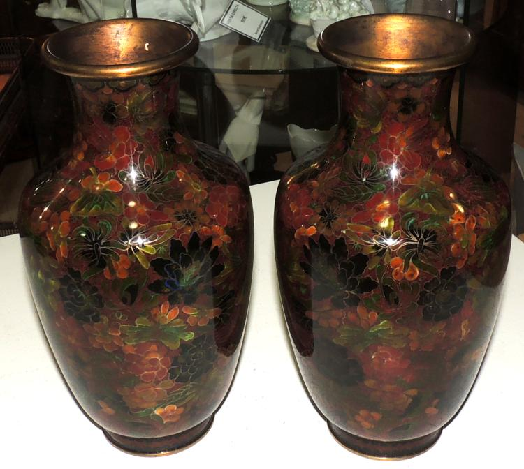 PAIR OF VASES in cloisonné enamel with flower decoration with red background.Height: 25.5 cm.