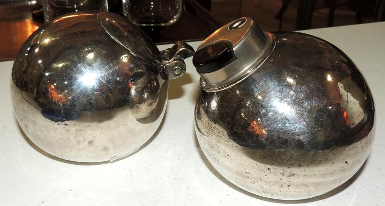 VALENTÍ. SMOKE SET in spherical shape in silver plate. Height: 8 cm