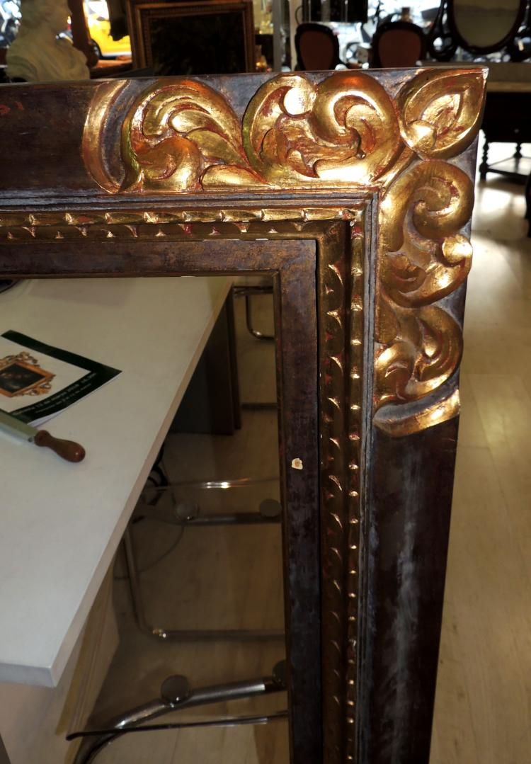 OLD FRAME in carved and gilded wood.Measures: 127x107 cm.
