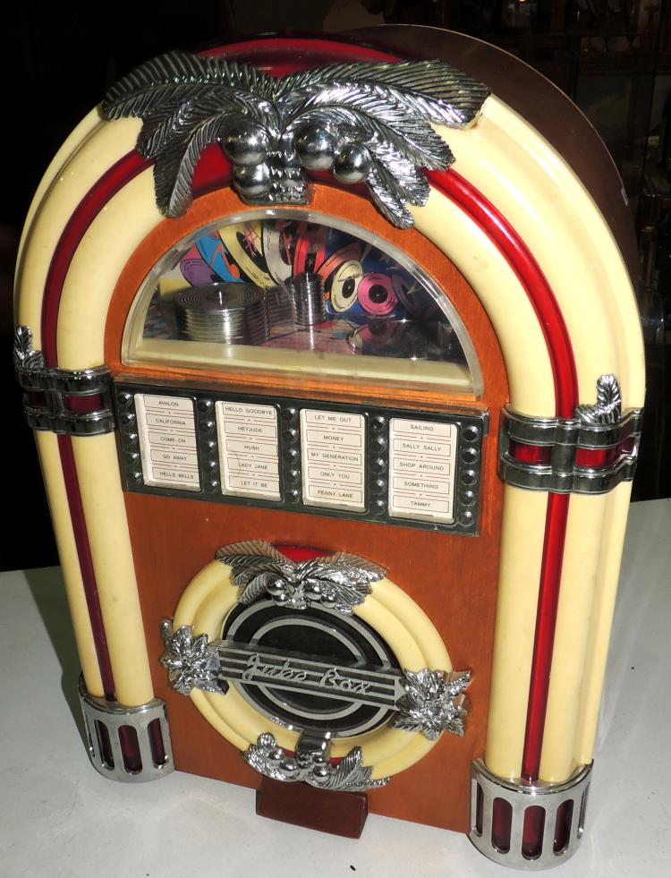 JUBE BOX. RADIO musical box. Height: 30 cm
