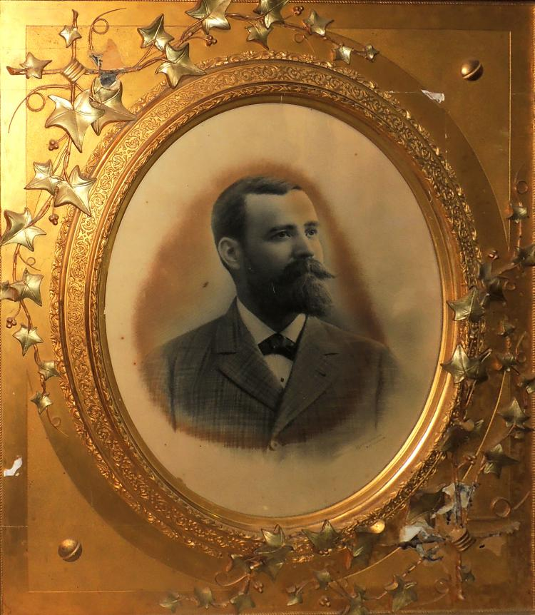 PHOTOGRAPH OF THE KNOWN PHOTOGRAPHER NAPOLEÓN WITH A modernist gold-thin gold frame.Lig.Faults