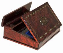 S. XIX DESKTOP CASE with marquetry in bone and applications in mother-of-pearl and metal.Measures: 10x27x33 cm.