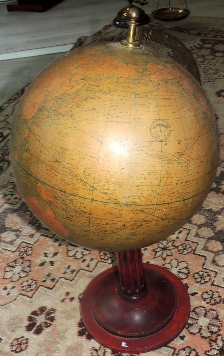 OLD TERRÁQUEO GLOBE circa 1900 with wooden base. Height: 60 cm