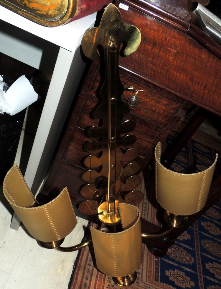 VALENTÍ.WALL APPLIANCE in gold brass with three lights.Height: 90 cm