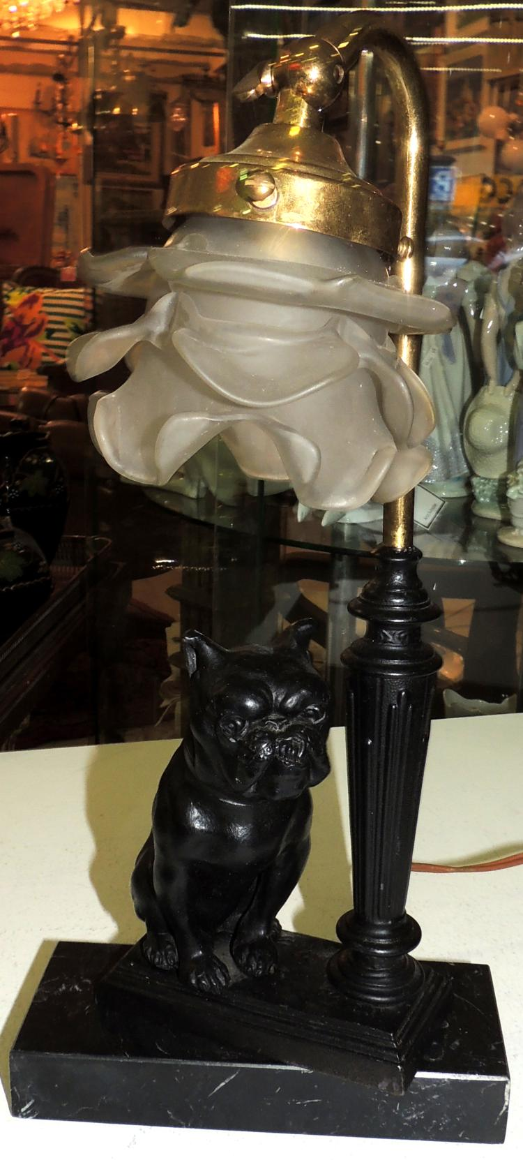 DESK LAMP WITH DOG FIGURE in calamine with glazed glass tulip.Height: 36 cm